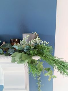 Five steps to simple but beautiful contemporary Christmas garlands, pimped with fresh pine and eucalyptus.
