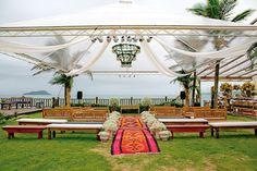 Decoração criada por Patricia Vaks. O casamento de Tainá e Pedro foi publicado no  Euamocasamento.com, e as fotos são de Marina Fava Fotografia. #euamocasamento #NoivasRio #Casabemcomvocê