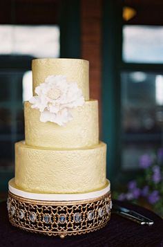 #Gold Wedding #Cake | See the wedding on SMP -- http://www.StyleMePretty.com/destination-weddings/2014/01/21/rustic-park-city-wedding-at-canyons-resort/ Photography: Chudleigh Weddings