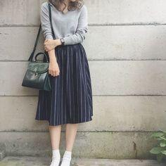 Skirt street style Dress Fashion Street Style Midi Skirts 31 Trendy Ideas Vestido Moda Street Style Midi Saias 31 Idéias na moda Long Skirt Outfits, Modest Outfits, Classy Outfits, Modest Fashion, Trendy Outfits, Fashion Dresses, Long Skirt Fashion, Rock Outfits, Korean Outfits