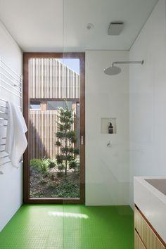 Gallery of House in House / Steffen Welsch Architects - 13 interieur badkamer vloer groen patio raam