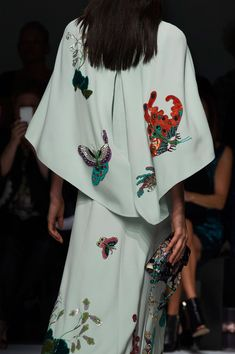Andrew Gn at Paris Fashion Week Spring 2016 - Details Runway Photos Source by frescos Zara Fashion, 70s Fashion, Daily Fashion, Timeless Fashion, Fashion Beauty, Fashion Outfits, Hijab Fashion, African Inspired Fashion, African Fashion