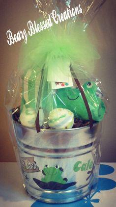 Frog Baby Gift , Baby Shower Gift Bucket, Personalized Baby Gift Bucket, Baby Gift Basket, Baby Gift