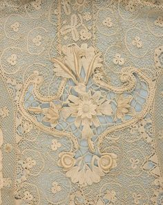 Uploaded by user H.Nur Ş. H.Nur Ş. • Antique lace detail