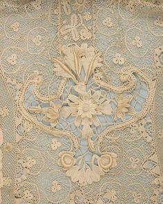 Uploaded by user H.Nur Ş. H.Nur Ş. • Antique lace detail