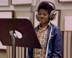 Childhoo: - Childhood (em português: Infância) é uma canção autobiográfica onde Michael relata exatamente isso, os tempos difíceis que passou quando ainda fazia parte do Jackson 5. Na letra da canção, ele aborda questões como o fato de ser uma criança mundialmente famosa ...