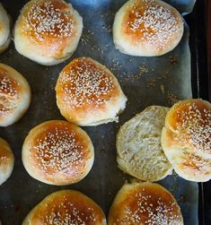 Home made hamburger buns // Hampurilaissämpylät Hamburger Buns, Deli, Food Inspiration, Muffin, Bread, Homemade, Breakfast, Recipes, Food Ideas