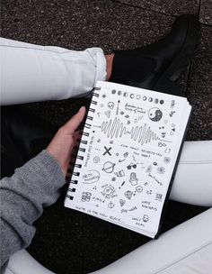 40 Between The Gaps Notebook Art Inspirations For Hidden Artists - Bored Art Notebook Doodles, Notebook Art, Pen Doodles, Tumblr Drawings, Art Drawings, B&w Tumblr, Kunstjournal Inspiration, Doodle Art, Art Inspo