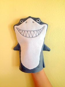 Arts And Crafts Museum Product Felt Puppets, Puppets For Kids, Felt Finger Puppets, Hand Puppets, Crafts For Boys, Arts And Crafts, Shark Puppet, Puppet Patterns, Doll Patterns