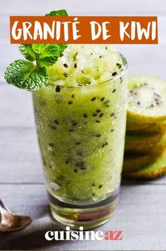 Ultra rafraîchissante et désaltérante, cette recette de granité de kiwi ! #recette#cuisine#granite#kiwi #fruit Fruit, Pickles, Granite, Cucumber, Smoothies, Food, Deep Dish, Key Lime, Smoothie