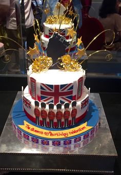 Tea for The Queen! – Birthday Anniversary of HM Queen Elizabeth II Queens Birthday Cake, 90th Birthday Cakes, Queen 90th Birthday, Mum Birthday, Queen And Prince Phillip, Prince Philip, Elisabeth Ii, Cupcakes, Pie Cake