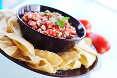 Authentic pico de gallo salsa recipe straight from Mexico City! Just five simple ingredients (plus an optional chile pepper) makes a perfect chunky salsa. Salsa Suave, Mild Salsa, Fresh Salsa, Sauce Salsa, Salsa Recipe, Dip Recipes, Lunch Recipes, Chicken Recipes, Recipies