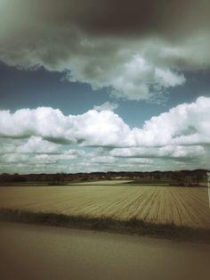 lensblr-network:  und immer wieder die wolken © 2014 — Freitag ist Rosa by freitag-ist-rosa.tumblr.com