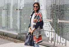 cieple szale, jesienne inspiracje, jesienny styl, jesień, mokasyny, mom jeans, Novamoda streetstyle, novamoda style, ponczo, street style jesień, trendy, blog po 30ce, moda po 30ce,