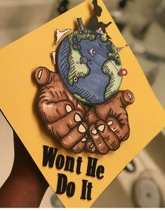 #graduationcaps PINTEREST:DEE✨✨ Funny Graduation Caps, Graduation Party Themes, Graduation Cap Designs, Graduation Cap Decoration, Graduation Diy, High School Graduation, Nursing Graduation, Girl Graduation Pictures, Grad Hat