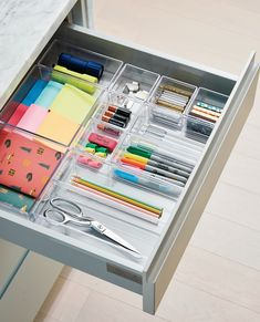 NEAT Method- office ideas, office organization, design ideas, design inspiration… – Home Decor Office Organization At Work, Home Office Setup, Home Office Organization, Home Office Design, Bookshelf Organization, Office Designs, Office Storage Ideas, Desk Drawer Organisation, Office Ideas For Work