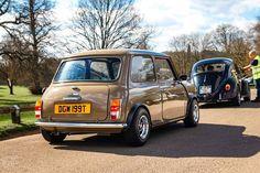 Who loves this photo of this epic classic mini! by Mini Cooper Mini Cooper Classic, Classic Mini, Retro Cars, Vintage Cars, Austin Mini, Mini Uk, Monte Carlo Rally, Mini Coopers, Engine Rebuild