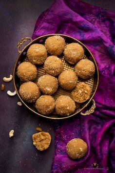 Churma Ladoo or Churma na Ladwa is Indian sweet made during special occasions or festivals. Churma Ladoo is traditional Gujarati sweet as well Rajasthani. Indian Dessert Recipes, Indian Sweets, Indian Recipes, Sweets Photography, Diwali Food, Bengali Food, India Food, Food Festival, Diwali Festival
