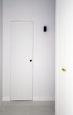 Masculino Singular | RÄL167 - Interiorismo, decoración, reforma y diseño de interiores Singular, Tall Cabinet Storage, Furniture, Home Decor, Righteousness, Interior Design, Flats, Decoration Home