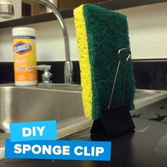 Use a binder clip as a sponge stand. 42 Seriously Useful Tips Every Clean Freak Needs To Know Cleaning Recipes, House Cleaning Tips, Diy Cleaning Products, Cleaning Solutions, Deep Cleaning, Cleaning Hacks, Cleaning Schedules, Weekly Cleaning, Cleaning Checklist