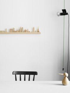 aligner mes petits objets en bois sur une étagère à photos