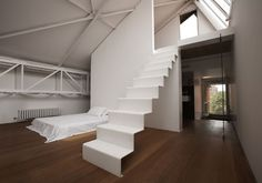 Vita da loftI segni del passato industriale dello spazio rivivono grazie al colore bianco. È la casa in cui vivono Giuseppina Motta e Luca Papiani, fondatori dello studio MPa.Foto di Toni Meneguzzo