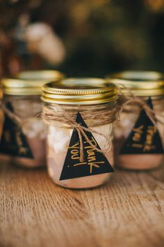 Jam jar wedding favours with hot cocoa mix Jam Jar Wedding, Wedding Favour Jars, Wedding Favours Luxury, Winter Wedding Favors, Wedding Favors For Guests, Wedding Ideas, Trendy Wedding, Wedding Inspiration, Wedding Reception