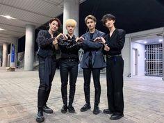 "SEVENTEEN GLOBAL on Twitter: ""[PIC] 190520 #SEVENTEEN Official Weibo update @pledis_17 #세븐틴 #ㄹ 1) 还有一句!爱你们! 2) 谢谢你们的支持和喜爱! 3) 克拉们,谢谢你们的陪伴… "" Seventeen Performance Team, Seventeen Debut, Seventeen Memes, Woozi, Wonwoo, Jeonghan, Fandom, Adore U, All The Things Meme"