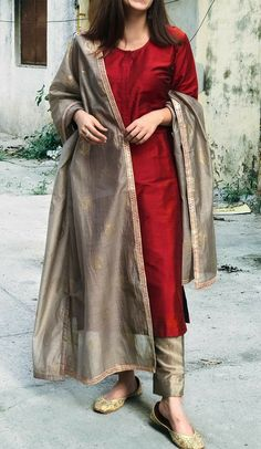 Silk Kurti Designs, Kurta Designs Women, Kurti Designs Party Wear, Salwar Designs, Pakistani Fashion Party Wear, Pakistani Fashion Casual, Indian Fashion Dresses, Indian Designer Outfits, Modest Fashion