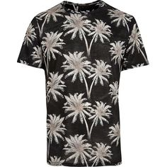 River Island Black palm print t-shirt (210 SEK) ❤ liked on Polyvore featuring men's fashion, men's clothing, men's shirts, men's t-shirts, j crew mens shirts, mens slim shirts, mens slim fit shirts, mens crew neck t shirts and mens slim fit t shirts