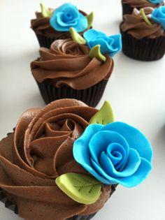 Cupcakes de naranja con rosas de fondant