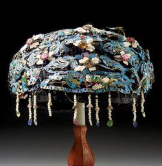 A RICHLY ORNAMENTED KINGFISHER COURT HEADDRESS, QING DYNASTY, 19TH CENTURY