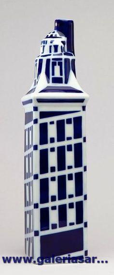 Uno de los grandes iconos de la historia de Galicia. La Torre de Hércules es una torre-faro de A Coruña. Su altura total es de 68 m y data del siglo I.     Es el único faro romano y el más antiguo en funcionamiento del mundo. Fábrica de cerámica de Sargadelos- CERVO-Lugo- Galicia-SPAIN
