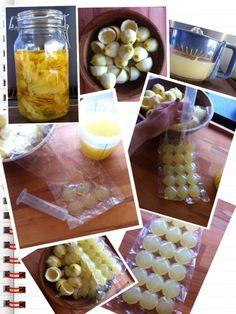 Citroen ijsblokjes.  Wat heb je nodig:  -14 biologische citroenen -citruspers -3 ijsblokzakjes  - spuit   Als je limoncello hebt gemaakt dan heb je heel veel citroenen over. Pers de citroenen uit. Zorg dat je 3 ijsblokzakjes hebt. Stop een spuit in de opening en vul de zakjes met je citroensap.  Leg het in de diepvries en je hebt heerlijke frisse citroenijsblokjes.