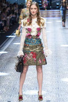Défilé Dolce & Gabbana prêt-à-porter femme automne-hiver 2017-2018 22