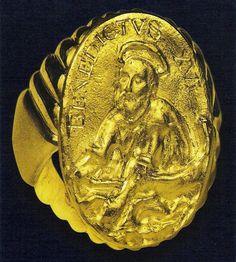 Resultado de imagen de anillos antiguos en imagenes usados por Papas Juan Pablo II y Francisco
