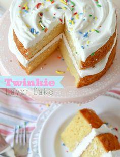 Great Cake Recipes Twinkie Layer Cake -- tastes just like eating a giant layered Twinkie!Twinkie Layer Cake -- tastes just like eating a giant layered Twinkie! Cupcake Recipes, Cupcake Cakes, Dessert Recipes, Yummy Treats, Sweet Treats, Yummy Food, Twinkie Cake, Cake Tasting, Köstliche Desserts
