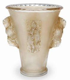 10-939 R. Lalique Vase Saint-Emilion