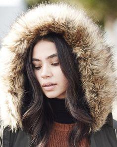 Une doudoune matelassée kaki à capuche en fausse fourrure tendance grand froid : http://www.taaora.fr/blog/post/doudoune-kaki-matelassee-capuche-fausse-fourrure-new-look-femme