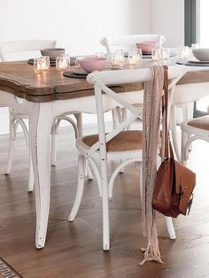 Wish I could eat my breakfast here! Farmhouse Furniture, Home Furniture, Messy House, Dinner Room, Love Chair, Dining Room Inspiration, Upcycled Furniture, Rustic Decor, Sweet Home