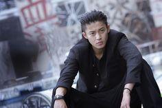 Shun Oguri played Rui in crows zero Japanese Film, Japanese Drama, Cute Japanese, Genji Wallpaper, Zero Wallpaper, Genji Crows Zero, World Handsome Man, Shun Oguri, Great Teacher Onizuka