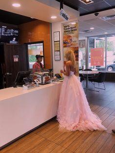 See more of freshvibezz's VSCO. Pretty Prom Dresses, Hoco Dresses, Homecoming Dresses, Cute Dresses, Beautiful Dresses, Formal Dresses, School Dance Dresses, Straps Prom Dresses, School Dances
