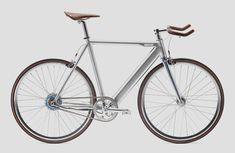 Die Fahrradmesse Eurobike naht und mit ihr kommen die ersten Neuheitenfür die Saison 2016. Den Anfang macht hier daspuristische Singlespeed-Rad Coboc ONE, welches miteiner silbernen Farbvariante undeinem günstigerenPreis überrascht. Die Heidelberger von Coboc stellen sich für die kommende Saison breiter … Weiterlesen