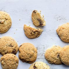 Crispy Cookies, Yummy Cookies, Eating Raw Cookie Dough, Biscuit Recipe, Cookie Bars, Tray Bakes, Sweet Stuff, Biscuits, Om