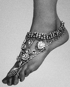 Foot jewelry--on my I need this this summer