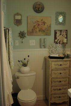 vintage chic, collage walls, small bathrooms, bathroom ideas, vintage bathrooms