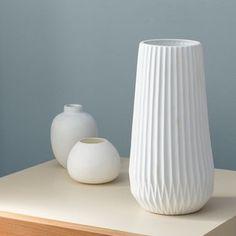 Before And After Budget Bedroom Makeover Reveal Budget Bedroom, Home Decor Bedroom, Modern Ceramics, White Ceramics, Bedroom Makeover Before And After, Contemporary Vases, Boho Chic Bedroom, Vase Crafts, Vase Shapes