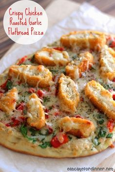 Crispy Chicken and Roasted Garlic Flatbread Pizza. Replace chicken with more veggies like zucchini and make it a veggie flatbread instead! I Love Food, Good Food, Yummy Food, Flatbread Recipes, Garlic Flatbread Recipe, Chicken Flatbread, Cooking Recipes, Healthy Recipes, Simple Recipes