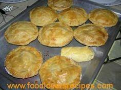SAGTE BROSKORS PASTEIDEEG Puff Pastry Recipes, Pie Recipes, Baking Recipes, Pasta Recipes, Savory Snacks, Savoury Dishes, Savoury Tarts, Kos, Muffins