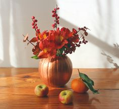 thanksgiving flower arrangement: spray paint pumpkins gold, hollow out and you have a simple autumn vase